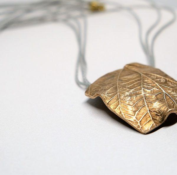 biżuteria z brązu liść maliny